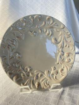 "GG Gracious Goods Collection. Set of 2 Dinner Plates. 11""."